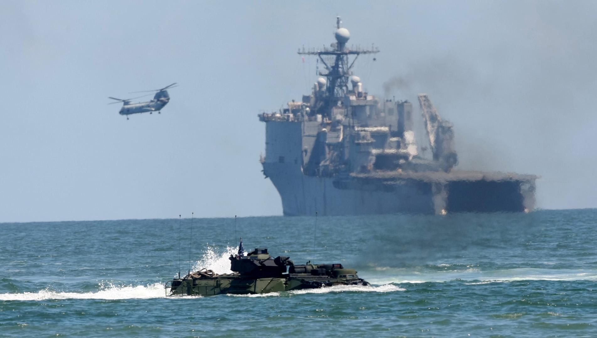US_Navy_090425-M-9917S-235_Amph.jpg